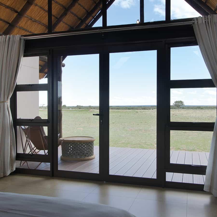 Babi-Babi Jagdsafari Namibia Weiter Blick auf den Busch - DE
