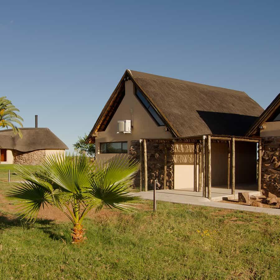Babi-Babi hunting safari Namibia Air-conditioned suites - EN