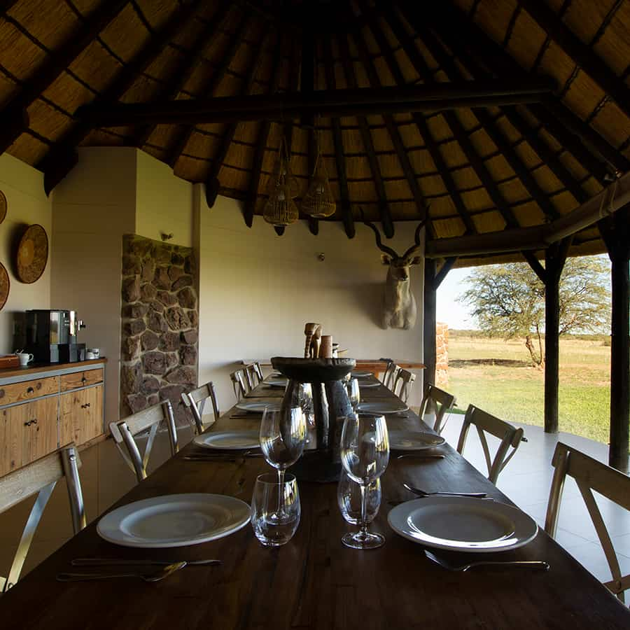 Babi-Babi Jagdsafari Namibia Gesellige gemeinsame Mahlzeiten - DE