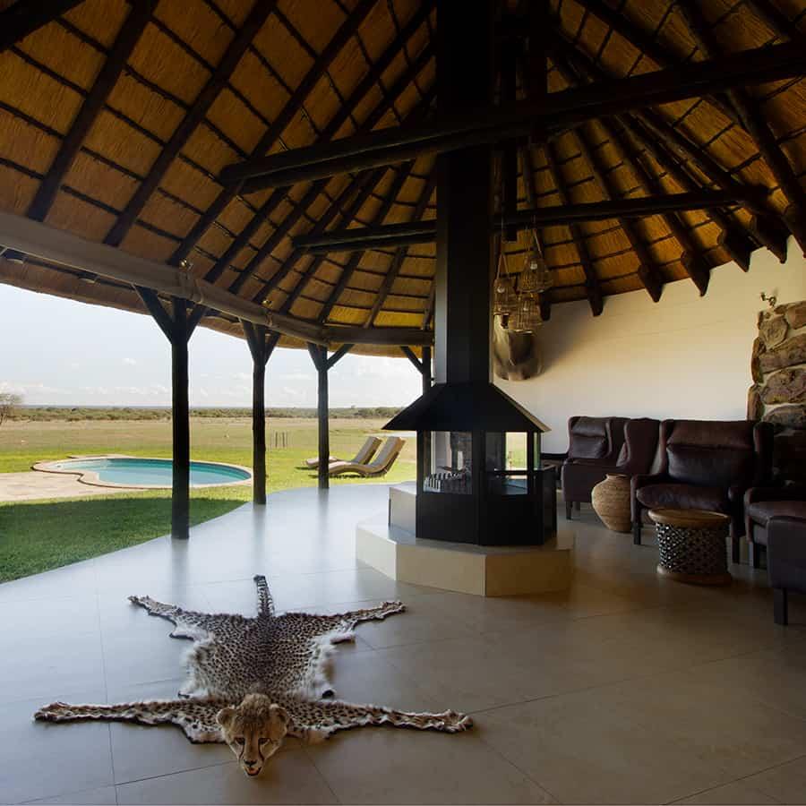 Babi-Babi Jagdsafari Namibia Komfortabler Lounge-Bereich - DE