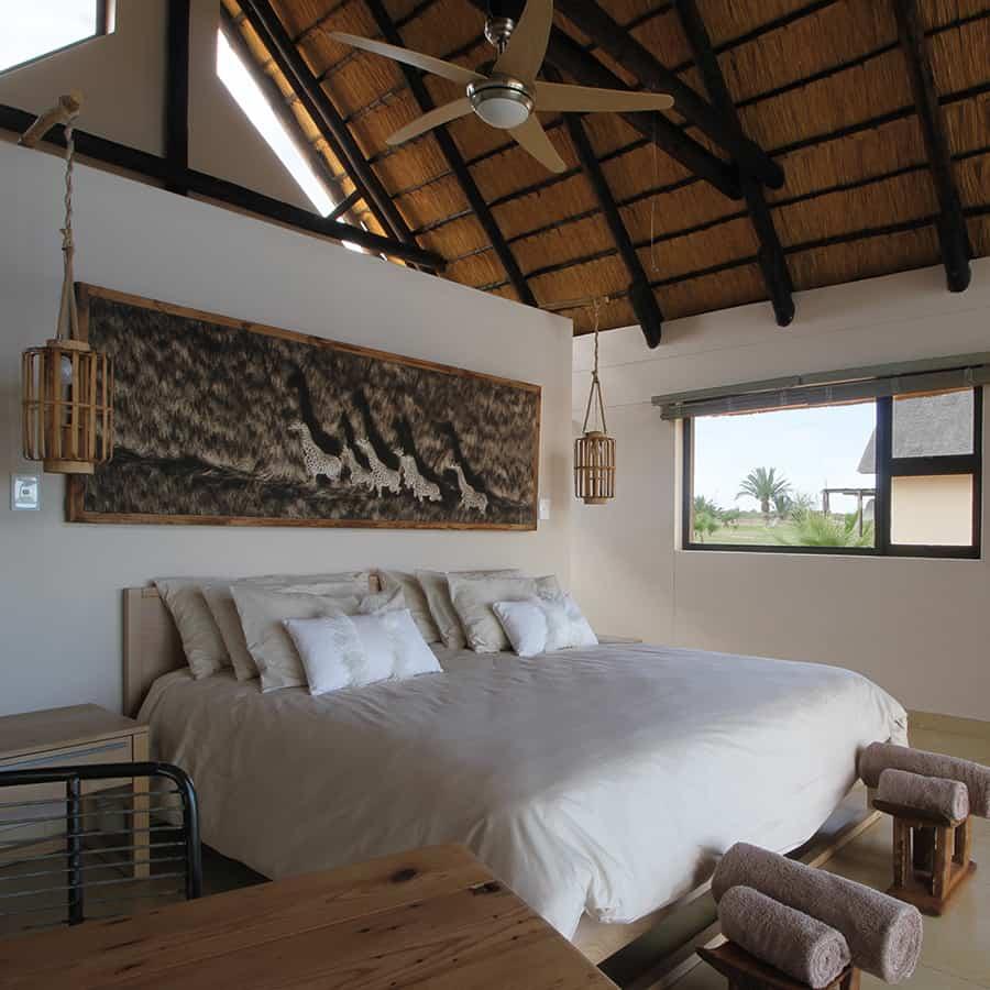 Babi-Babi hunting safari Namibia King-size bed - EN