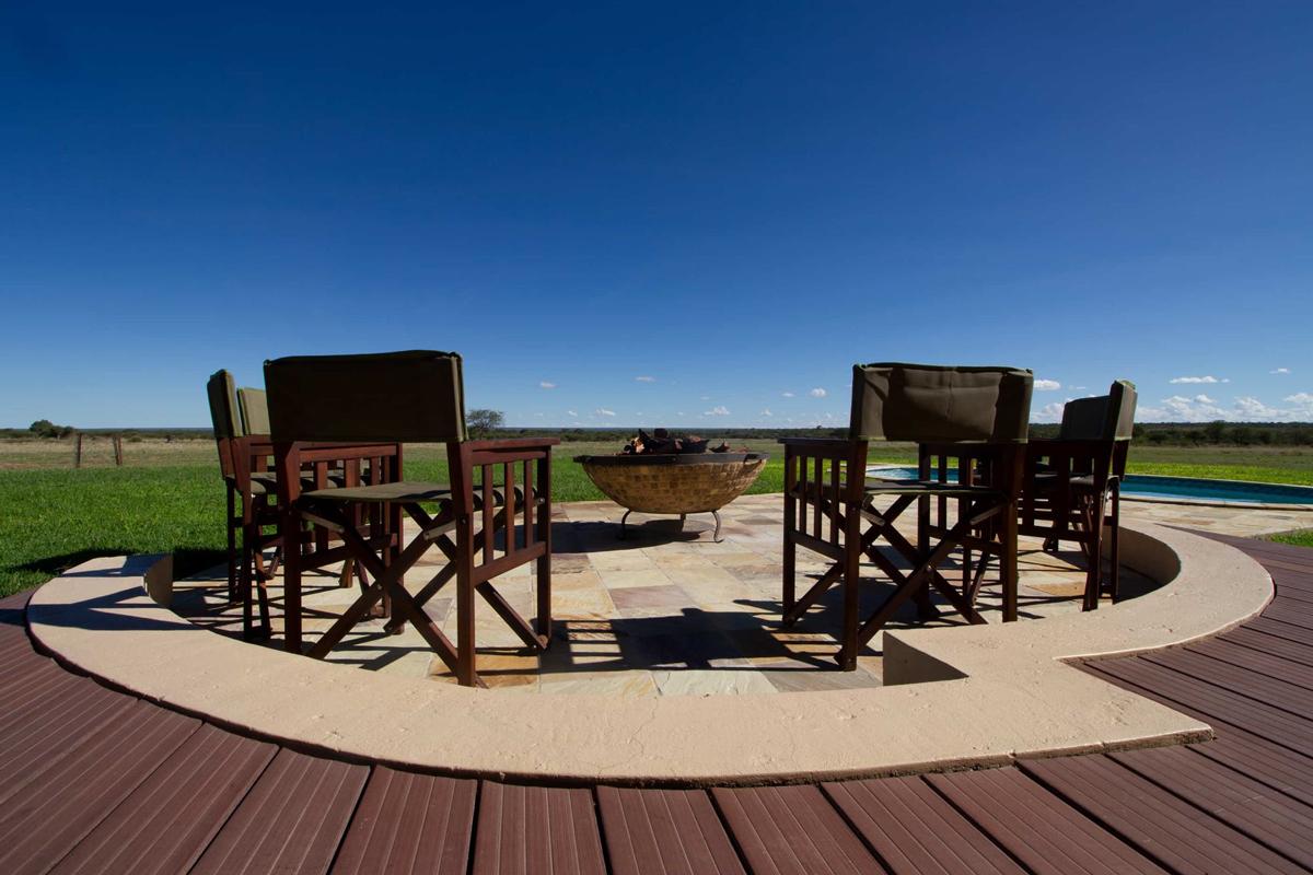 Babi-Babi hunting safari Namibia exceptional lodge - EN